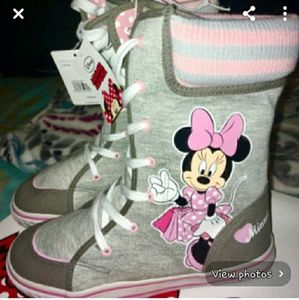Other - NWT Youth Girls Minnie Mouse Winter Boots